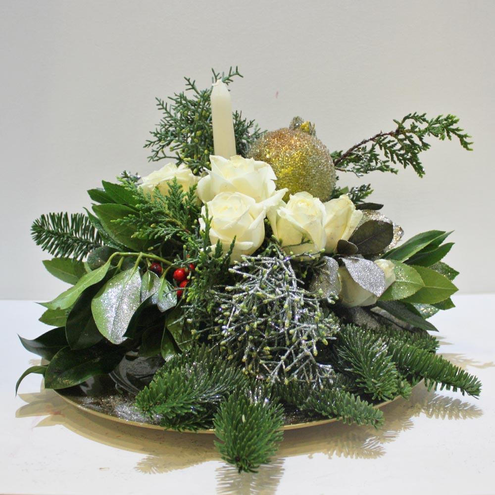 3a11d393d9f7 Χριστουγεννιάτικη σύνθεση με λευκά τριαντάφυλλα • Ανθοπωλείο AnaisDecor
