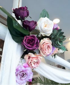 Αψίδα ή Κιόσκι Γάμου με ξύλινους κορμούς